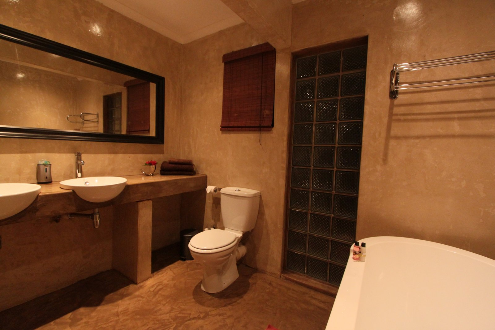 L4-bathroom1.JPG